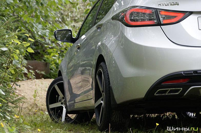 Колесные диски X-Race на автомобиле